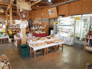 泉崎村 こころや 店内ではパンやお弁当も。カフェスペースもあったよ