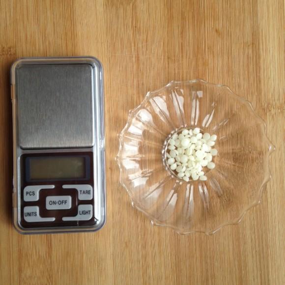 蜜ろう1粒の重さは何グラム?