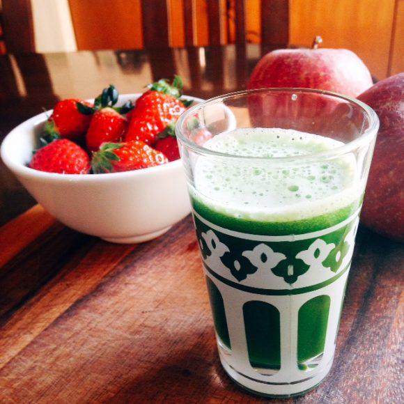 わさび菜とリンゴのジュース