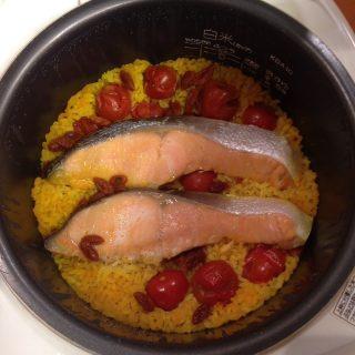 ミニトマトと鮭のカラフル炊き込みごはん炊き上がり