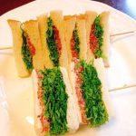 わさび菜とコンビーフのサンドイッチ