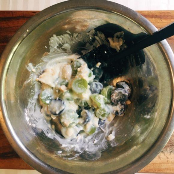 混ぜるだけ!練乳とホイップで作るブドウのタルト